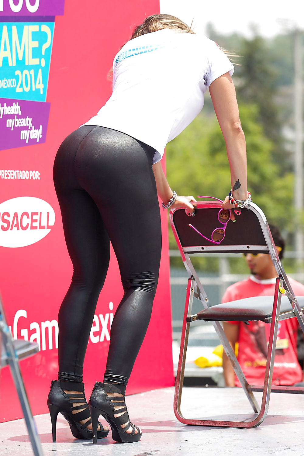 Pics of womens butts in spandex, bourgeoise blonde sexy tailleur