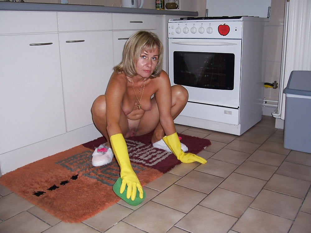 She Came To Clean My House And Do It Naked - 40 Pics -9081