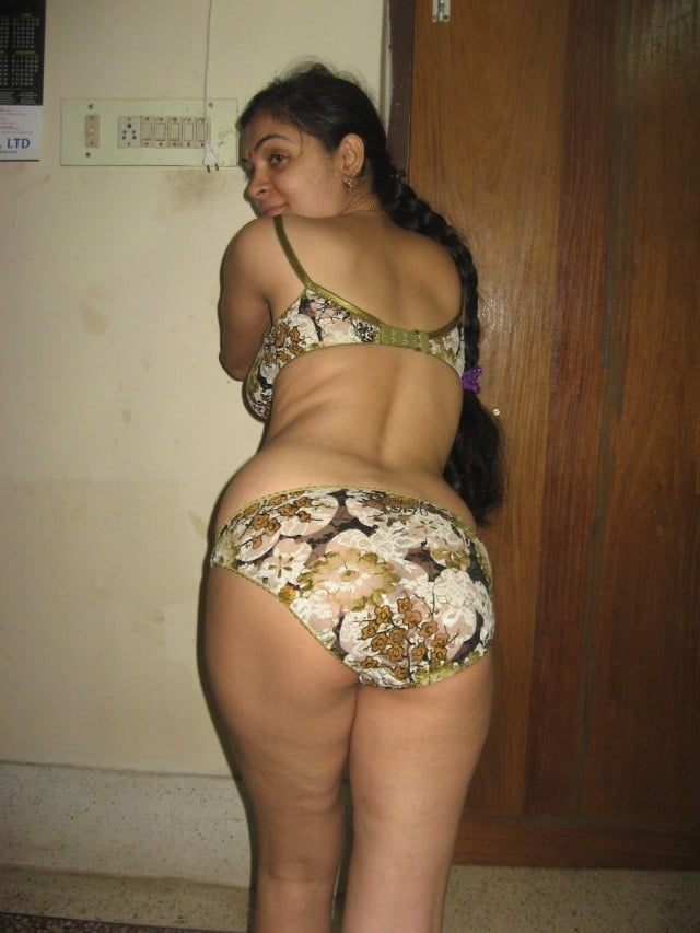 Librarian Mallu Girl Is Nude On Bed Now