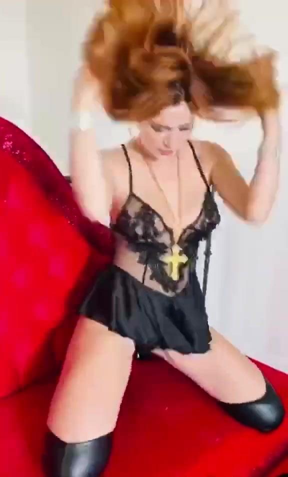 Sexy Bella Thorne - 21 Pics