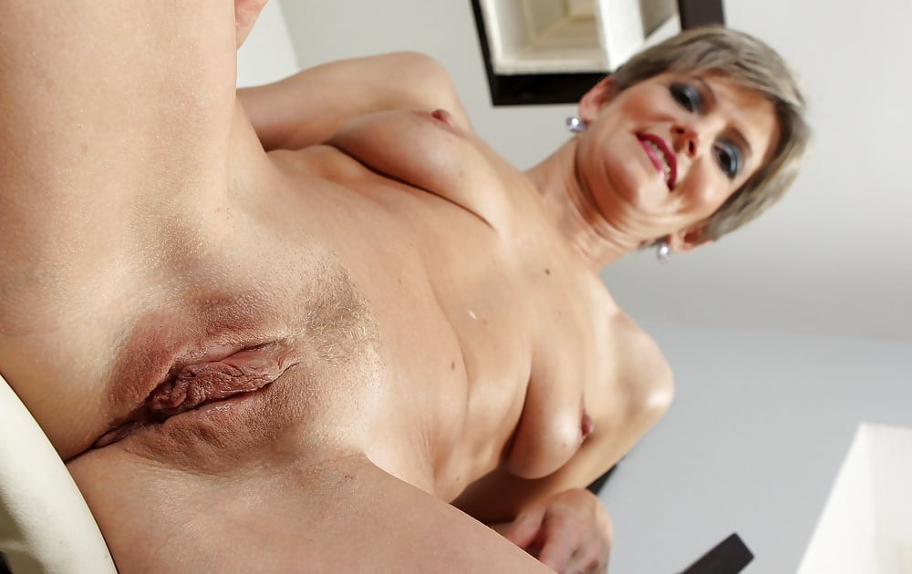 Mature shaved cunt pics — 3