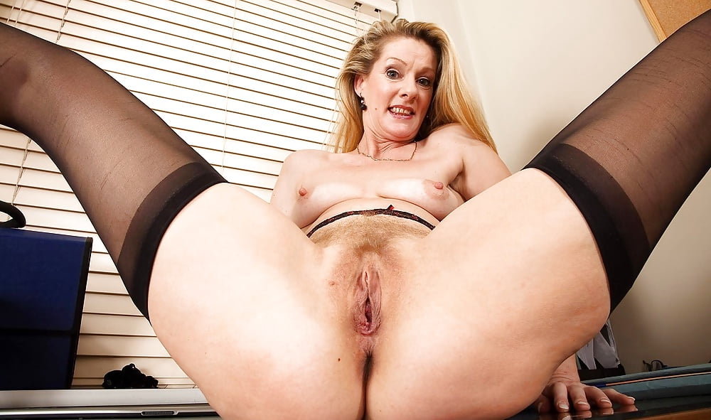 sexy-milf-shows-cunt