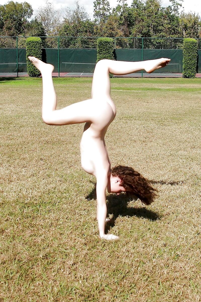 Nude girl doing exercise-1509