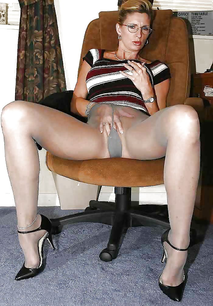 Mature wearing pantyhose switch theirs husbands — photo 9