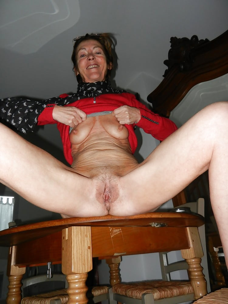 Mature elisabeth bernard queen off blowjob - 1 5