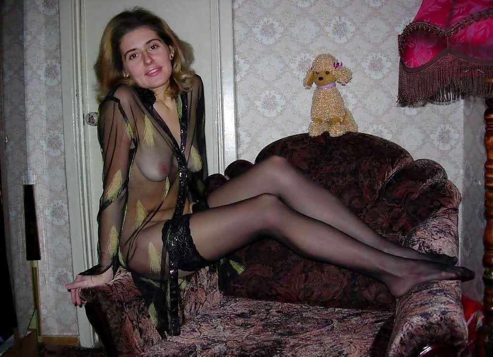 golie-bryunetki-domashnyaya-erotika-v-kolgotkah-foto