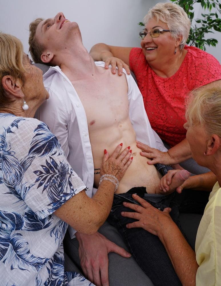 Mature nl group sex