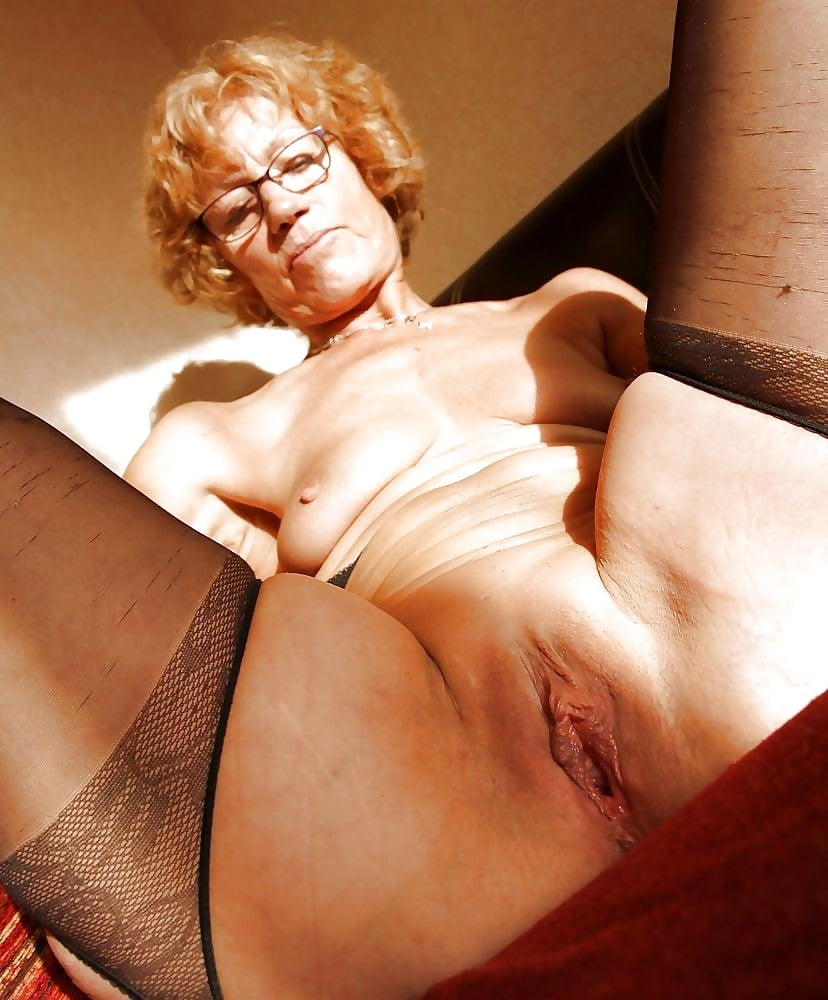 Download photo sexy grandma en joys his cock in her mouth and n her mouth and hairy pussy