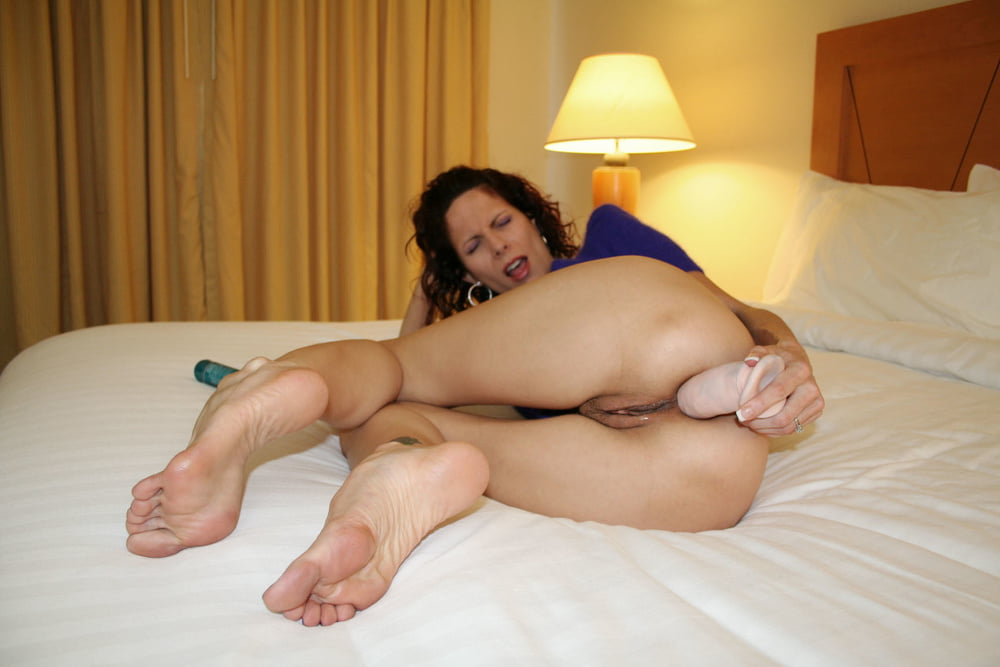 Black Haired Mature Toying Her Comely Shaved Ass 1