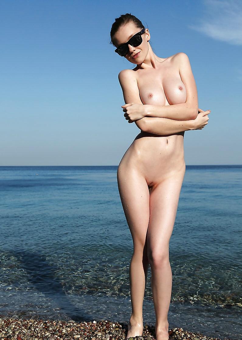 Nude blacksea, flexible girl blowjob
