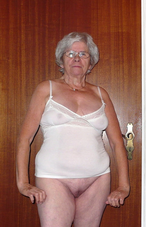 Slut horny house wife mom sex petite brunette amateur