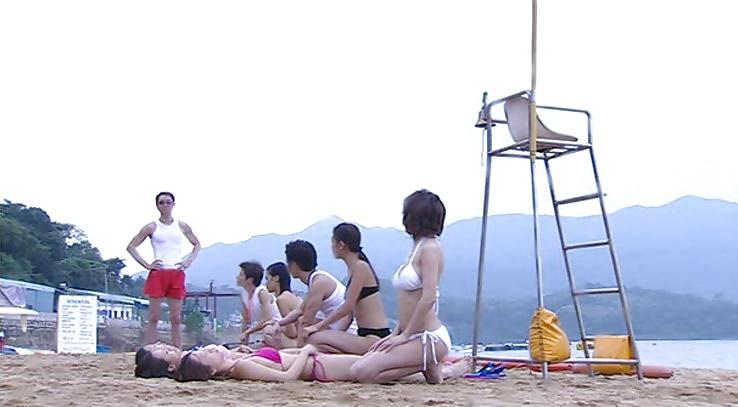 Lesbian seduces maid-8123