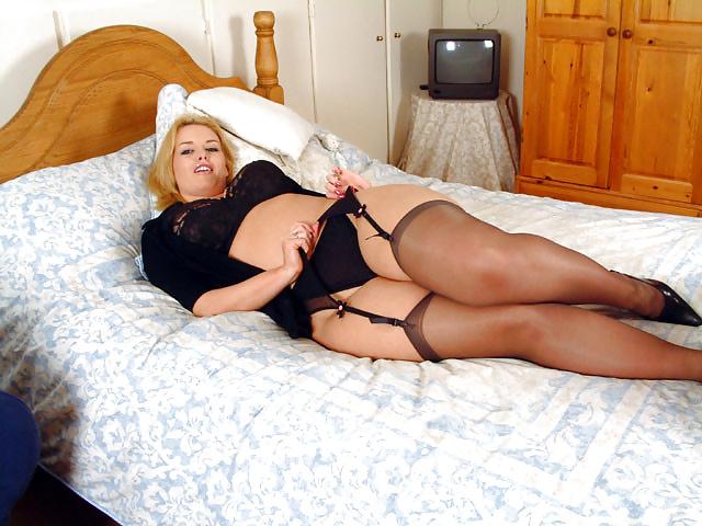 seks-polnie-nozhki-erotika