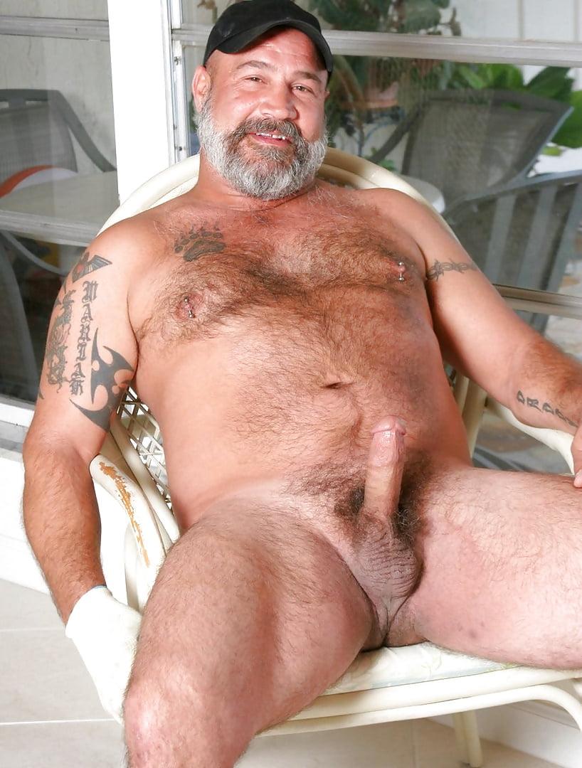 Hot Daddy Josh Thomas
