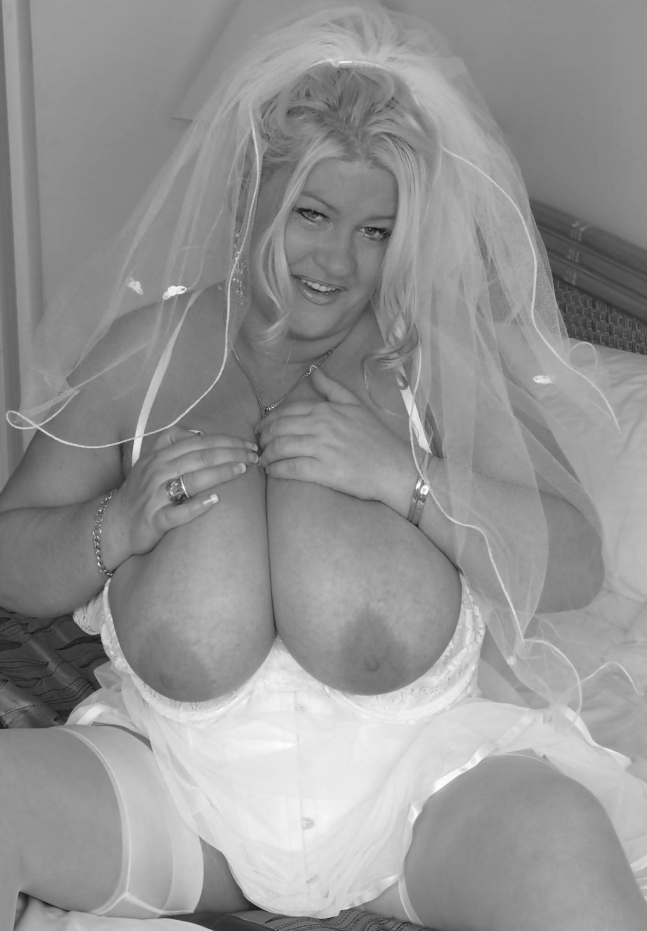 Mature babe with massive tits in pantyhose