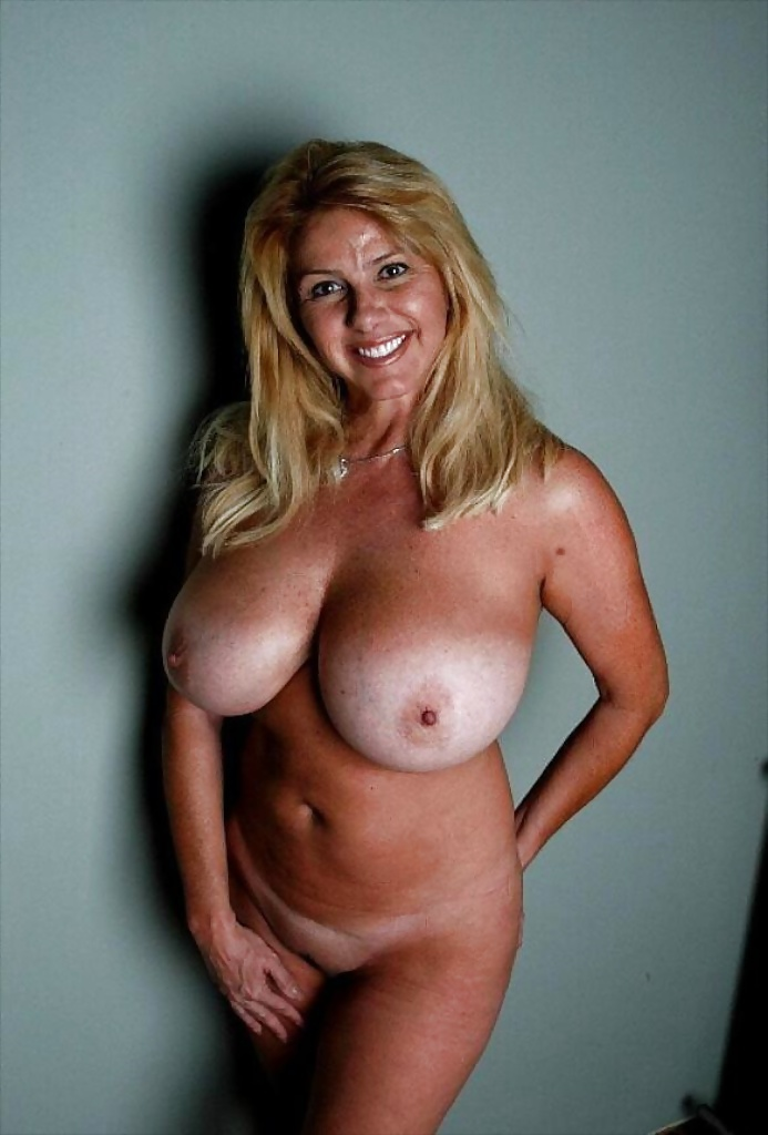 Big milf natural tits