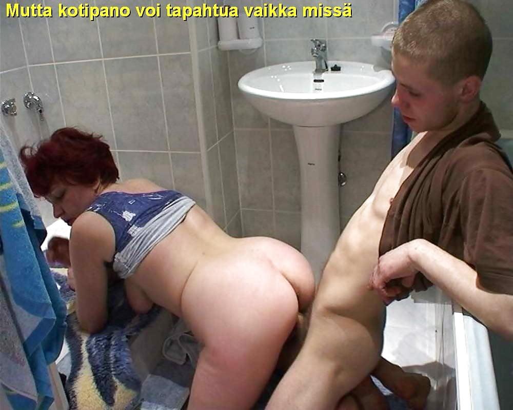 Порнуха с тетей в туалете, две смачные лесбияночки трахаются с парнем