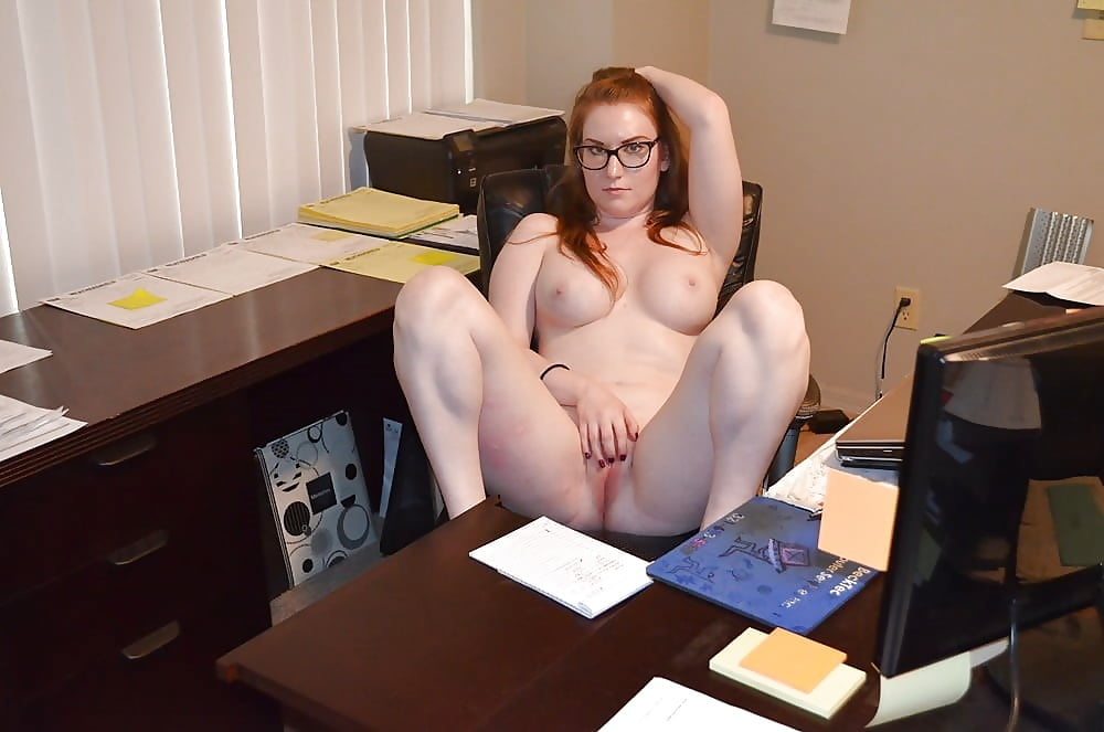 amatuer-sexy-office-worker