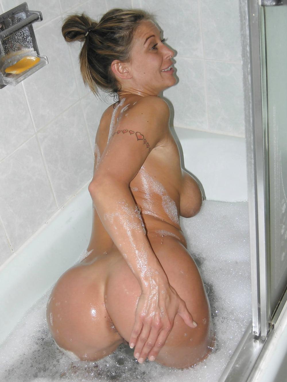 Milf nude in bathroom