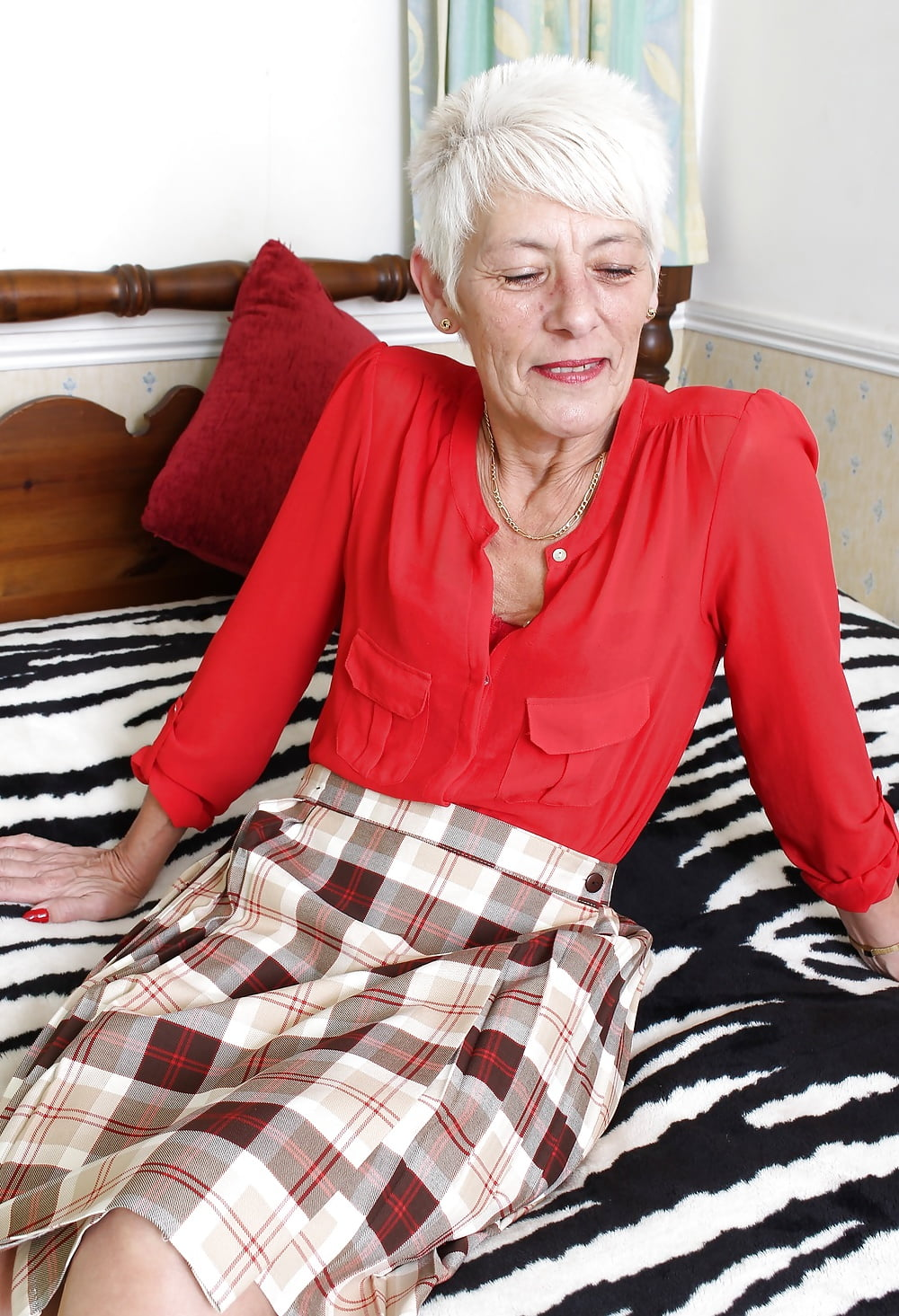 granny-loses-her-anal-virginity