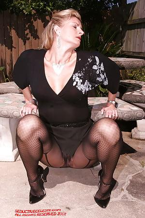 Sexy women in the nude masturbating
