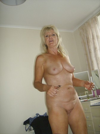 Louise Mature Woman Loves Showing Off