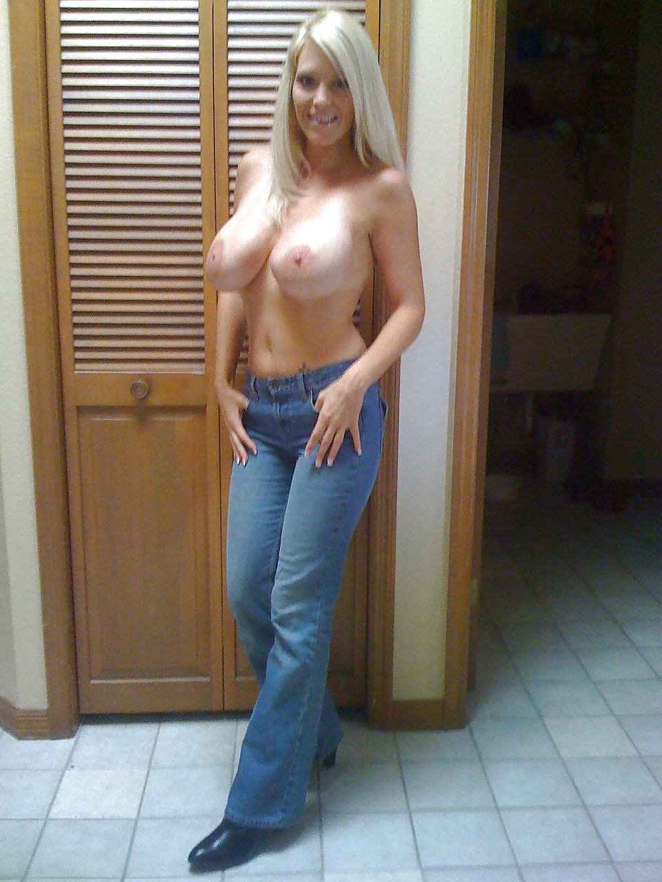 naked-mom-jeans