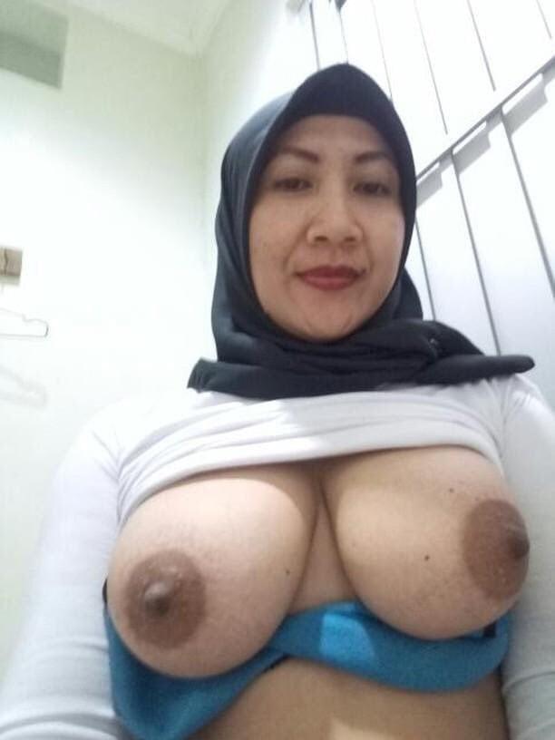 Hijab girls big boobs pic