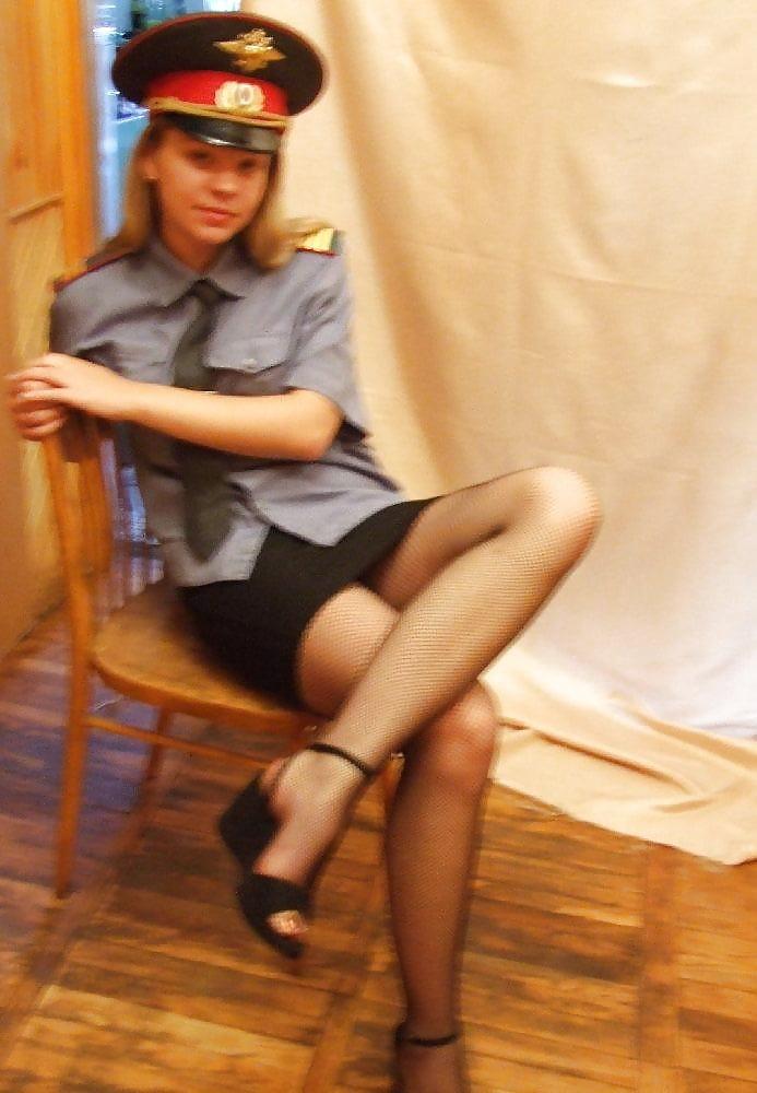 Шлюхи девушки полицейские в форме и в россии, секс с красивой блондинкой в оранжевом платье в раздевалке магазина