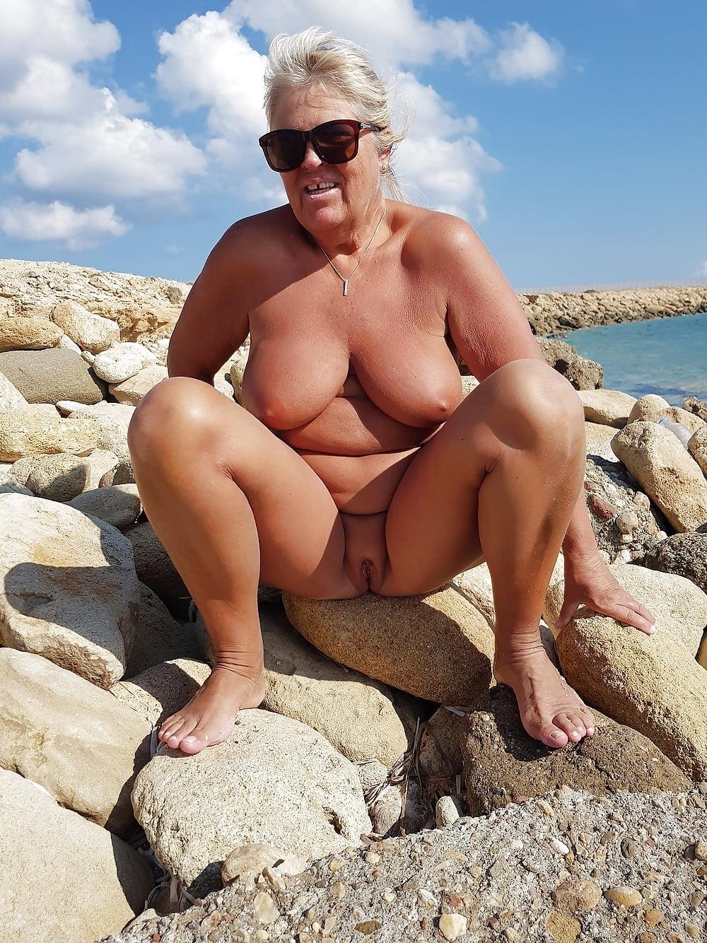 Nude sunbathing grannies, porno amatoriale ita