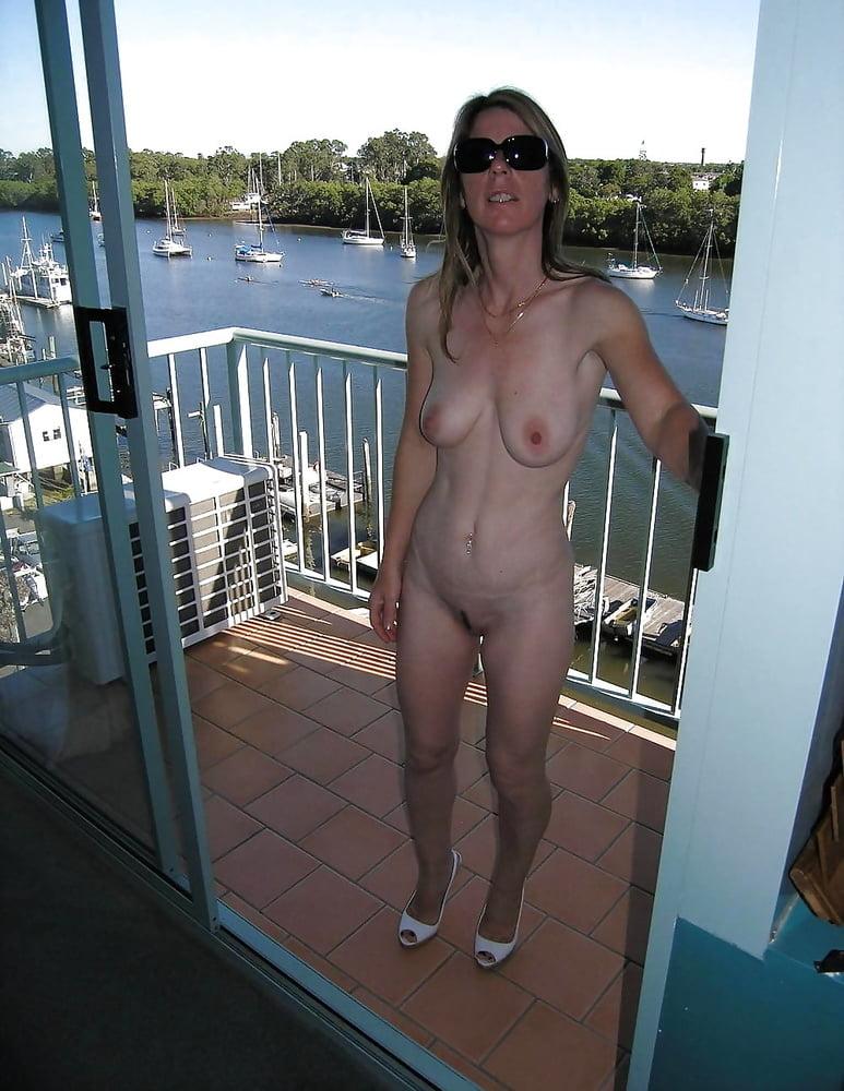 Naked mature neighbour — photo 7