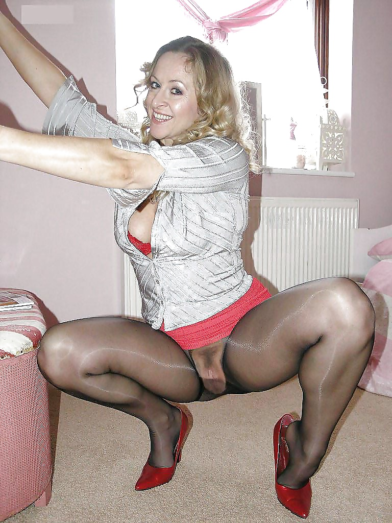 Mature strapon in pantyhose