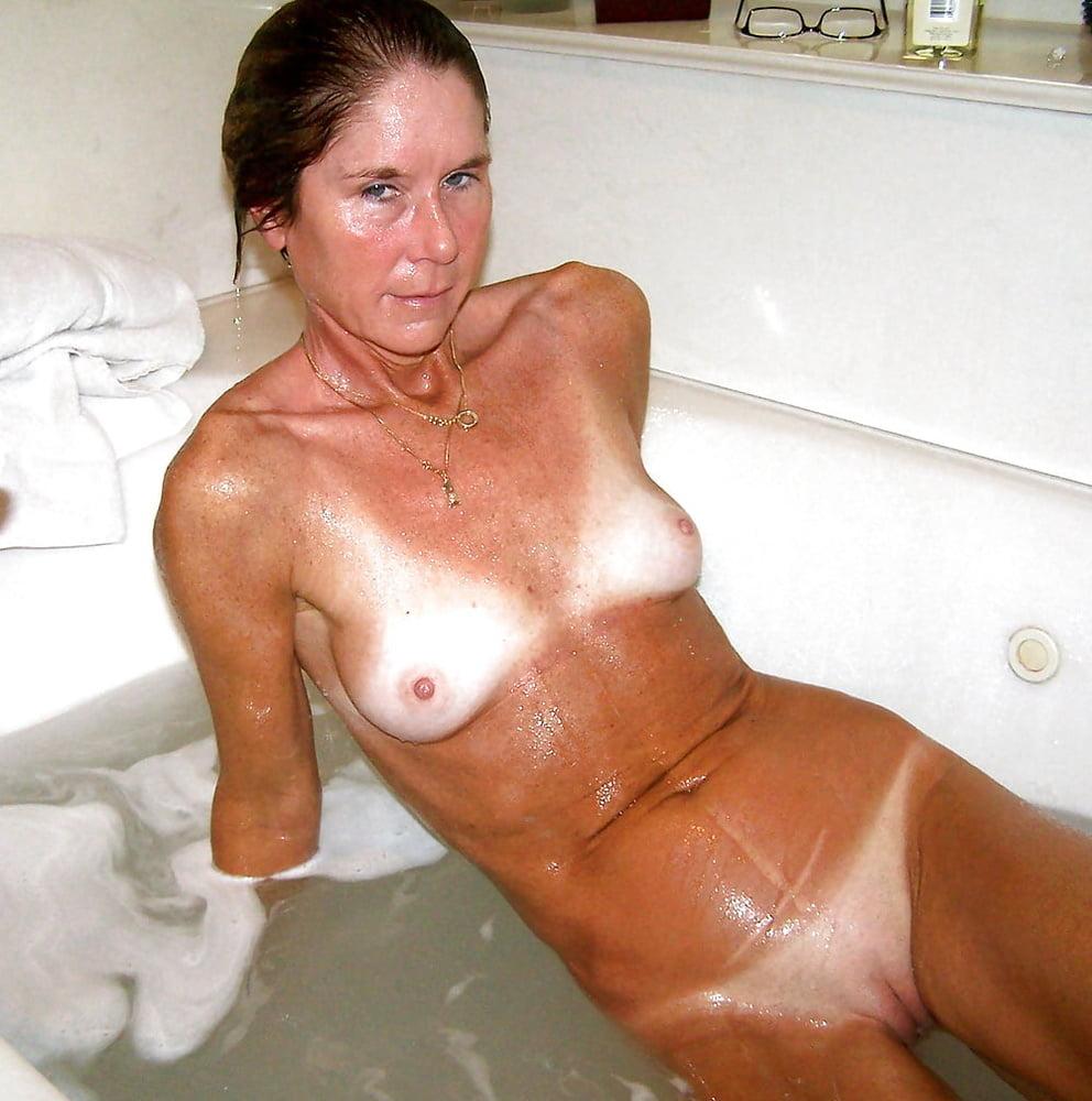 Milf With Hot Tanlines Masturbating