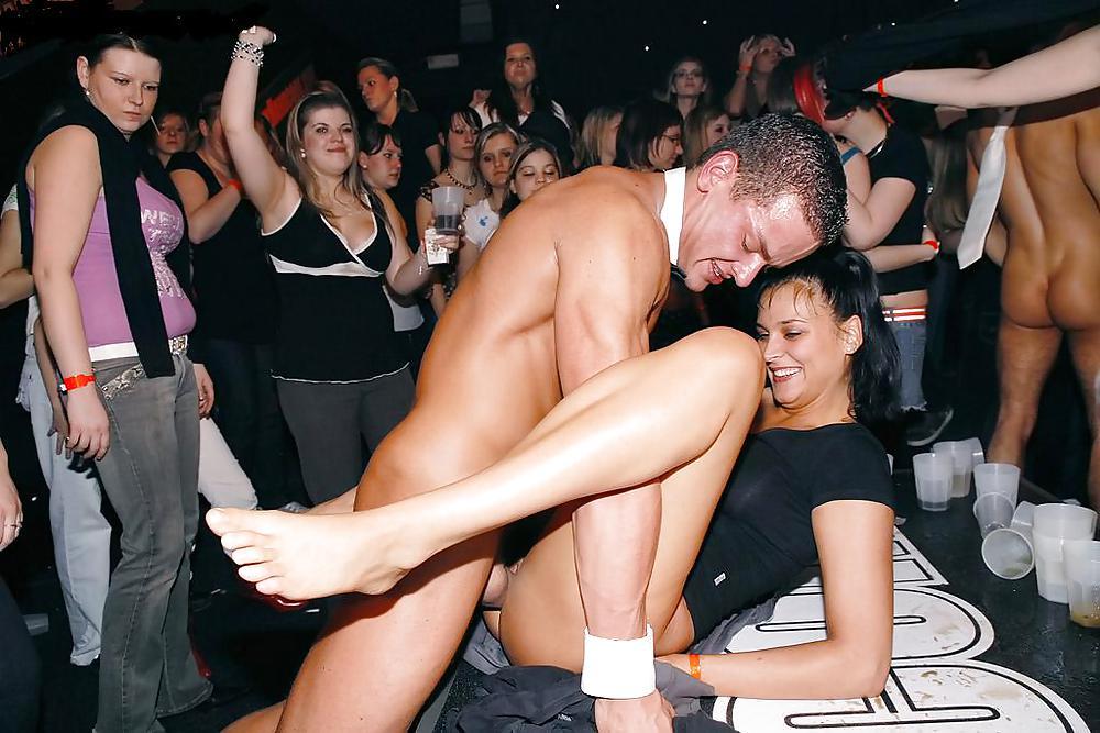 танцующие голые девки в ночных клубах
