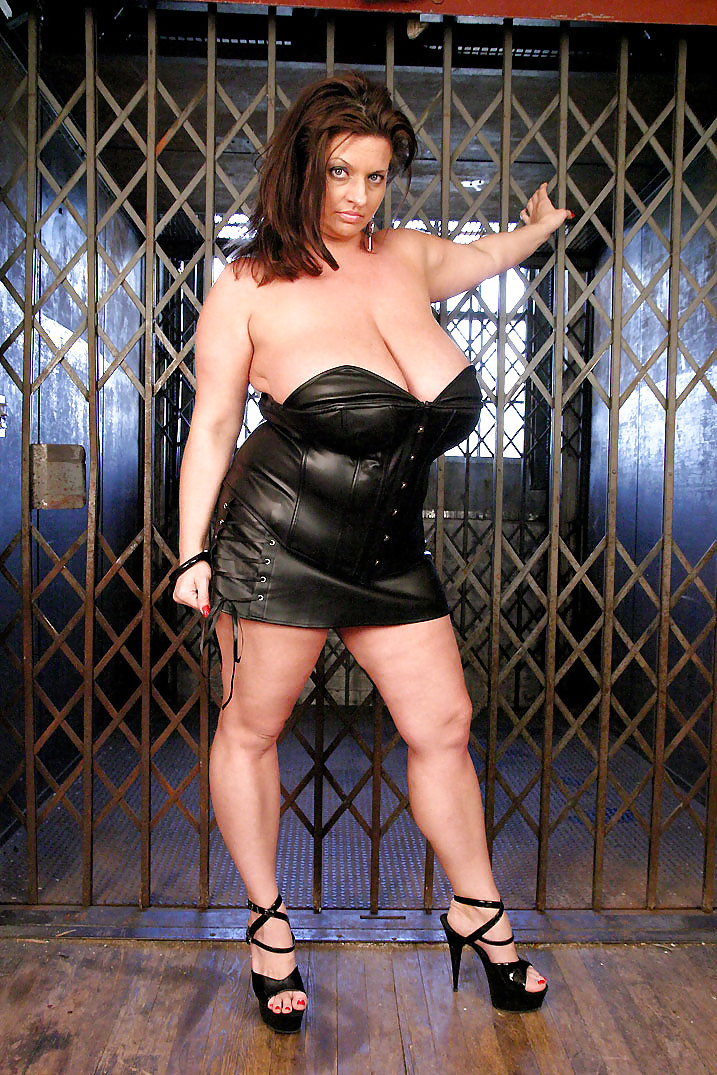 Maria Moore Black Leather - 17 Pics - Xhamstercom-6650