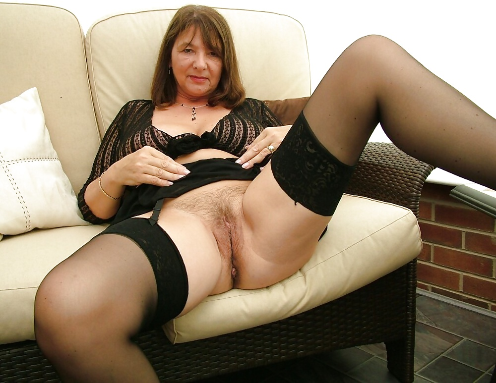 Mature In Stockings Porn Pics