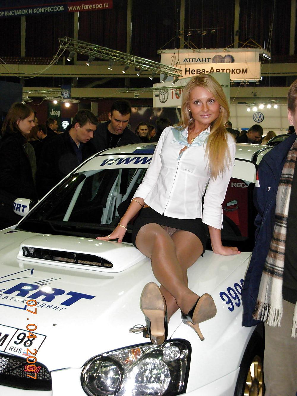 она видео девушки на автовыставке без трусов секс является неотъемлемой