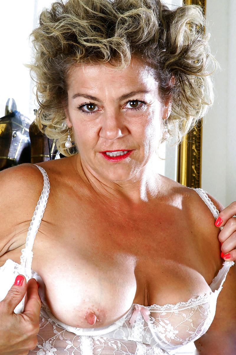 ad-mature-woman-ass