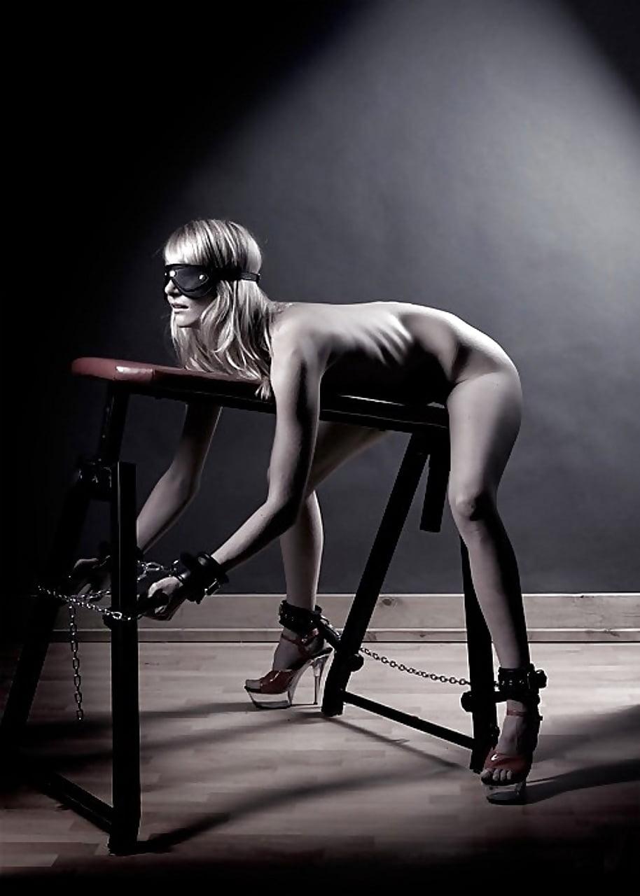 Рабыня бдсм привязанная к столу