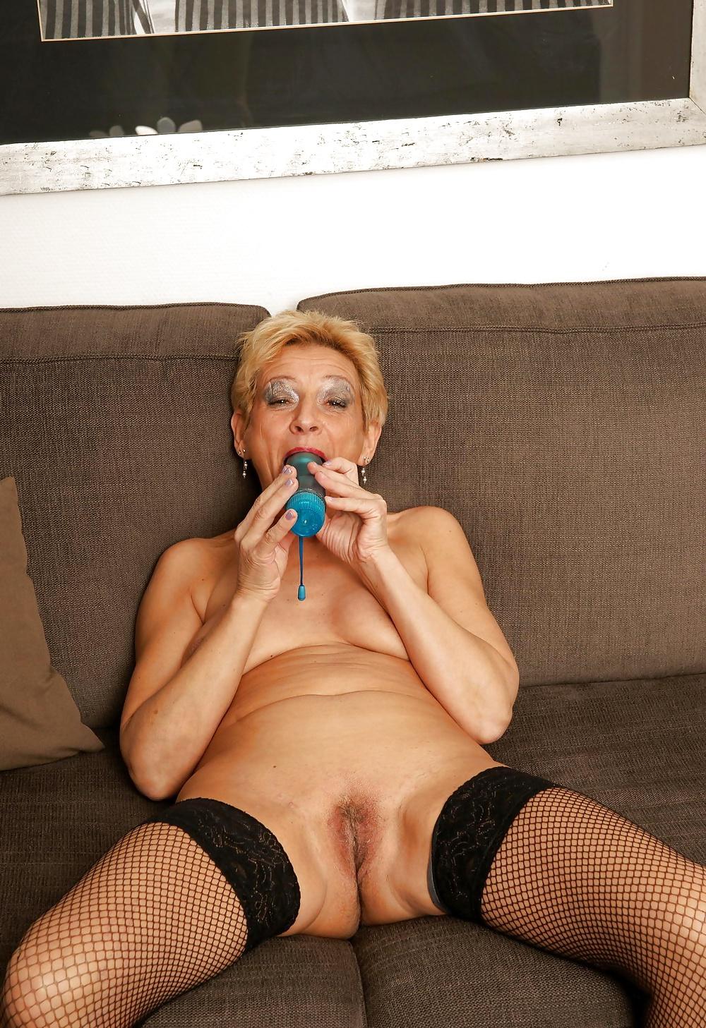 Free pics showing older women having sex in redhead mature porn pics