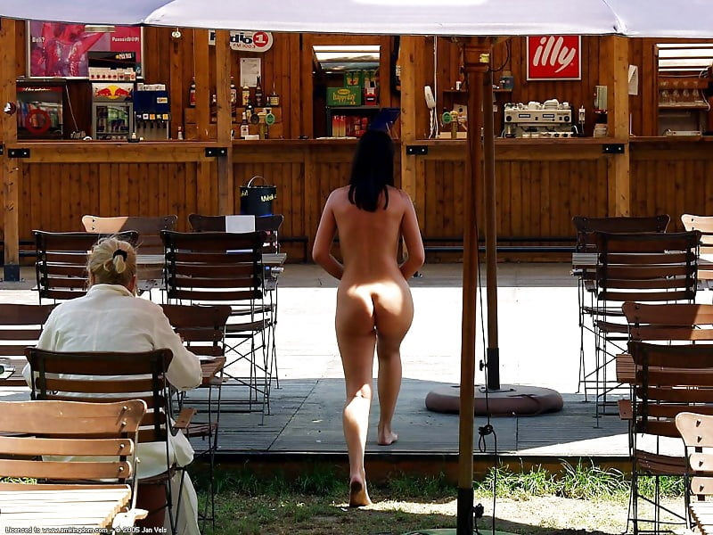 Bokep Streaming Online Naked Butt Blonde Embarrassed In Public