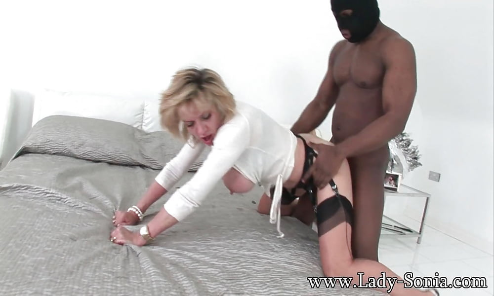 Amwf milf lady sonia interracial with asian guy