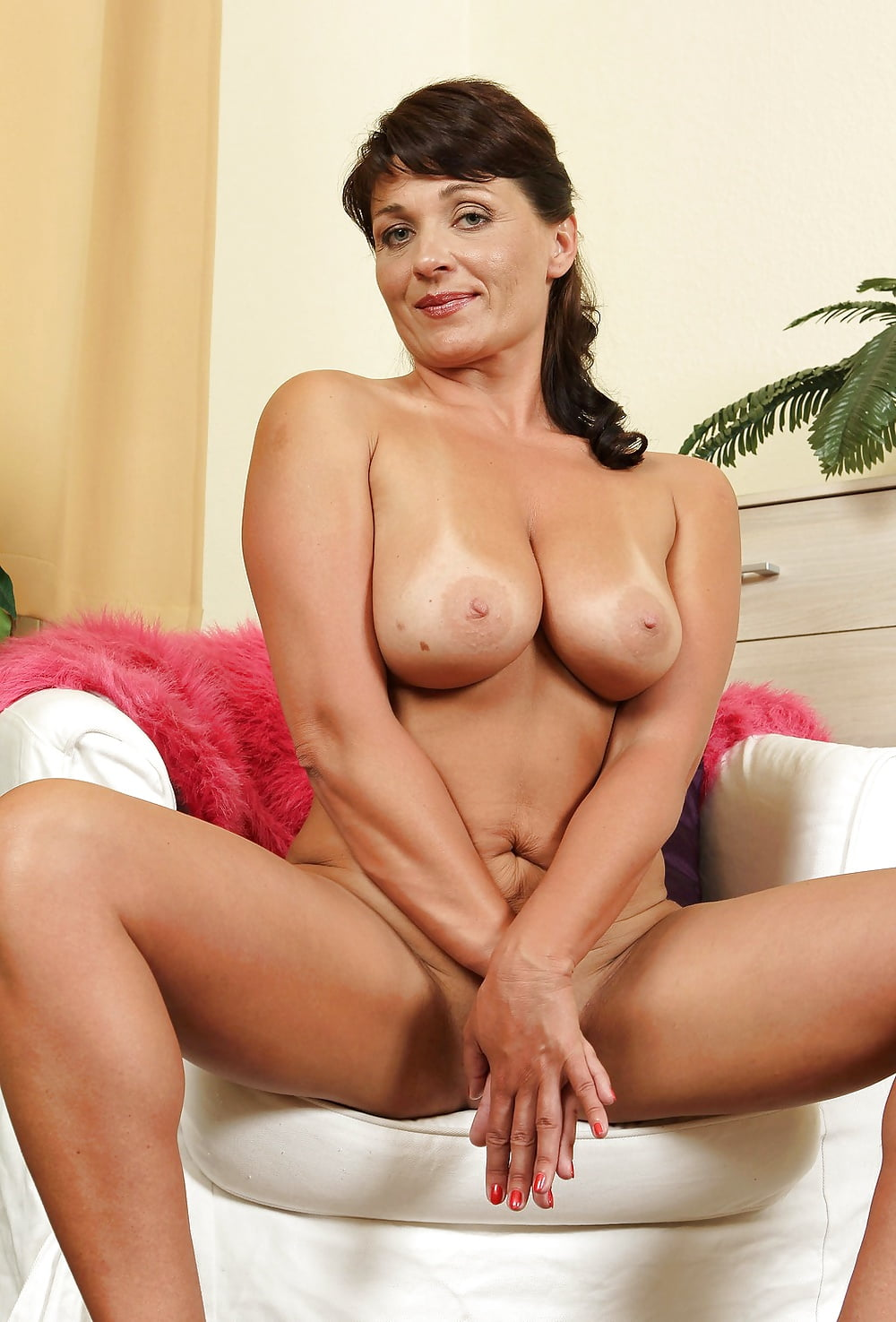Hot brown haired milf — pic 4