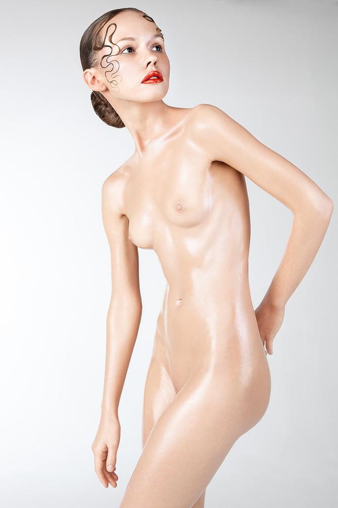 Nude fashion show tube