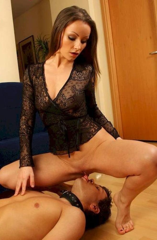 seks-russkaya-devushka-sidit-na-litso-parnya