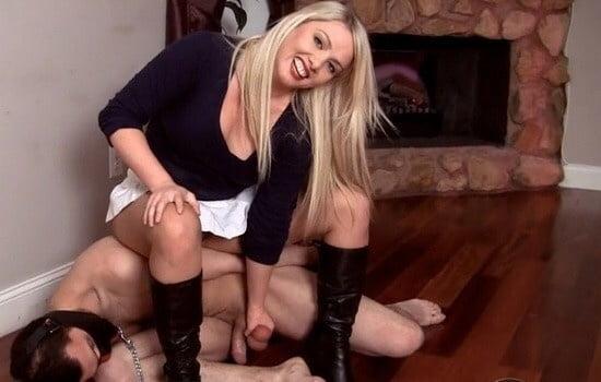 Порно две госпожи играют с членом