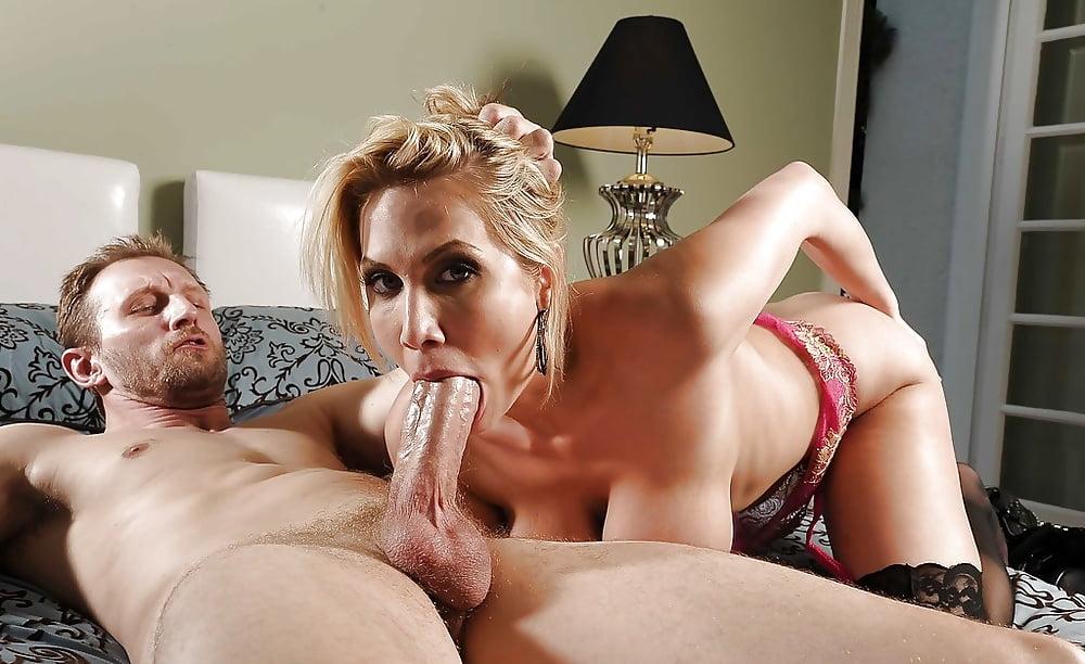 Порно онлайн секси домохозяйка сосет, смотреть порно с анджелиной блэк