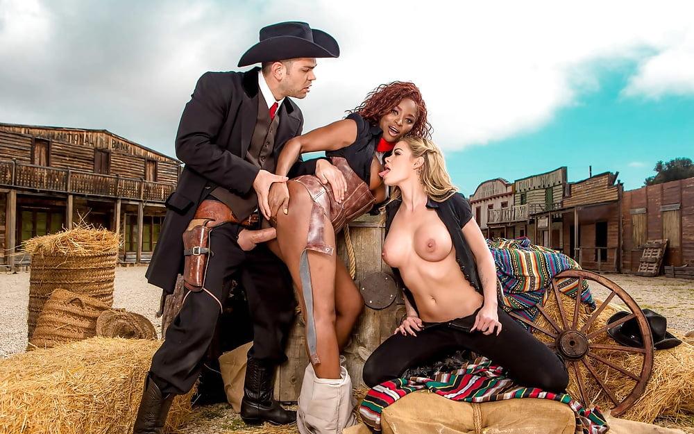 Порно на диком западе фото, может ли тетя научить сексу