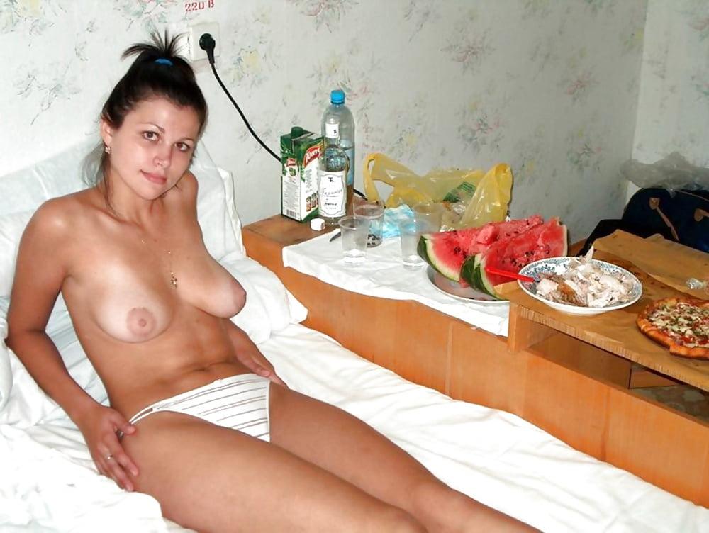 русское домашнее супруга сначала стесняется видео пожирала