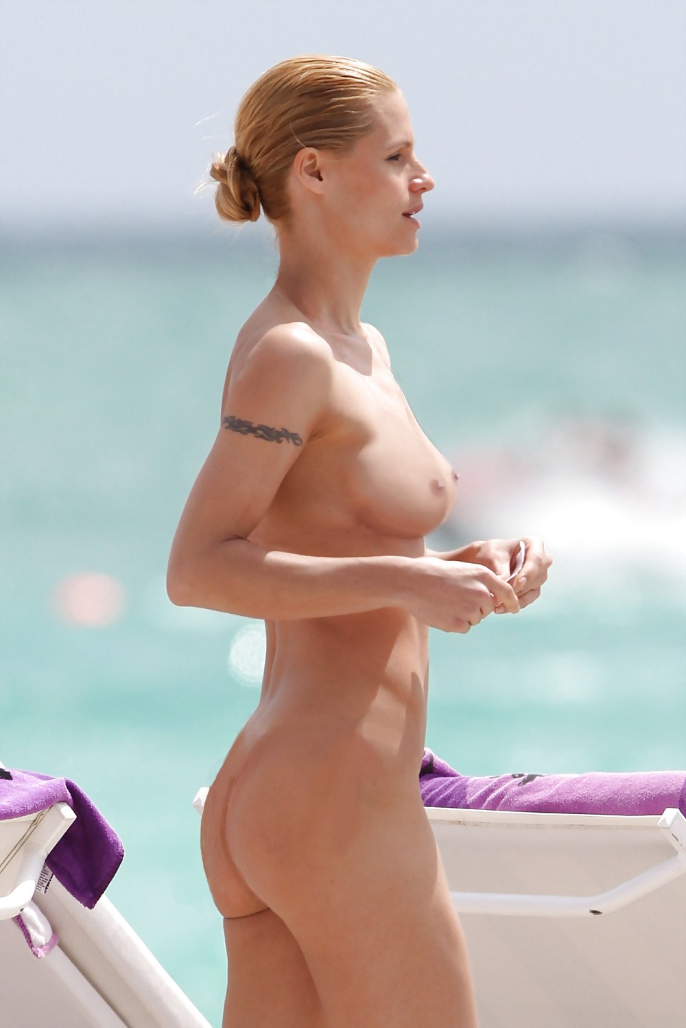 bikini Celebtrity in